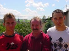 J閞閙y Kraemer (� gauche) et Fr閐閞ic Haffner (� droite) entourent Jean-Claude Wendel.
