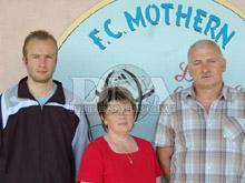Nicolas Schmitt, Bernadette Pautler et Christian Gerhard (de gauche � droite), organisateurs chevronn閟 du Festifoot de Mothern.