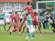 Le ballon de C閐ric Ehles finira sa course dans les buts de Rountzenheim, Hunspach gagne in extremis.