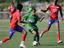 Les SR Colmar - ici en vert - face aux stagiaires du Racing, et le FC Mulhouse - en rouge - contre Belfort : deux des principales affiches du Festifoot de Mothern.