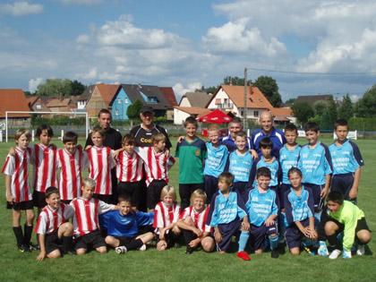 Les U11 (ici face � M鰎sch lors du Festifoot 2010) sont avec les U7 et les U9 la rel鑦e du FC Mothern.