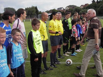 L'US Raon-l'Etatage (� gauche avant son match face aux U23 des Kickers Offenbach lors du Festifoot 2010) sera pr閟ente en 32鑝es de finale de la Coupe de France.