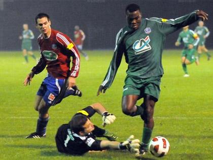 Asman Gn間n� et Oberlauterbach ont fait chut� le FR Haguenau en coupe de France.
