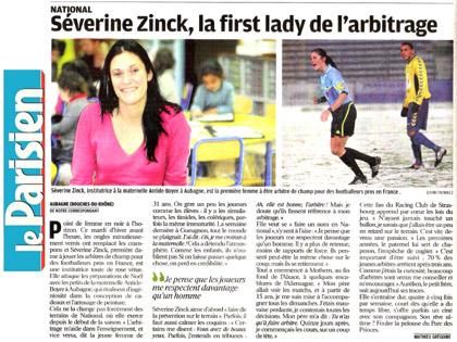 S関erine Zinck, institutrice � la maternelle Antide-Boyer � Aubagne, est la premi鑢e femme � 阾re arbitre de champ pour des footballeurs pros en France.