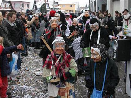 Les embl閙atiques � Fasenachtsbutze � (� 閜ouvantails de carnaval �) seront � nouveau de sortie, ce dimanche � Mothern.
