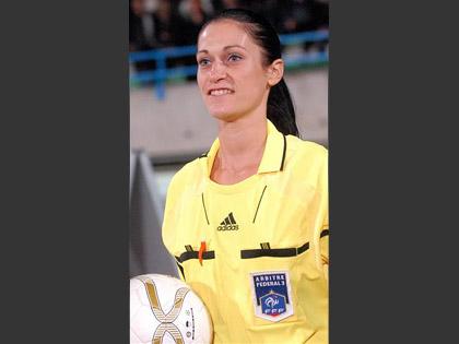 Christine Bigaran (rugby), Chantal Julien (basket) et S関erine Zinck (football). Trois femmes qui ont fait de l抋rbitrage une passion.