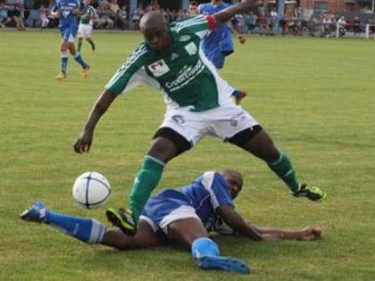 Edson Siasia tacl� par William Sery et le Sporting se sont logiquement inclin閟.